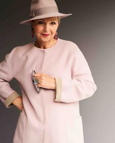 Beauty style and empowerment for older women Older Women Fashion, Over 50 Womens Fashion, Fashion Tips For Women, Fashion Over 50, Latest Fashion Trends, Fashion Styles, Fashion Videos, Fashion Websites, Clothing Websites