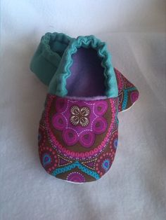 Slippers / Shoes for Babies / Baby Shoes - 18 months by ElPuntoFriky on EtsyArts And Crafts Movement Key: 'Sewing : Baby Shoes Soft Sole Baby Shoes Pattern, Shoe Pattern, Baby Sewing Projects, Sewing For Kids, Handgemachtes Baby, Easy Baby Blanket, Popular Crochet, Baby Boots, Crochet Baby Booties