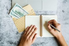 Looking to saving some money but have no idea where to start with your budgeting strategy? This guilde will help you understand the most recommended budget percentages to help you achieve financial peace of mind. Household Expenses, Monthly Expenses, Financial Peace, Financial Tips, Budgeting Finances, Budgeting System, Best Insurance, Savings Plan