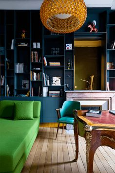 Dark apartment interior with bTry varying shades of green for stunning results! Loving this bright green settee, lime green, spring green, apple green, pantone greenery Pantone Greenery, Living Colors, Interior Styling, Interior Design, Green Sofa, Living Spaces, Living Room, Dark Walls, Blue Walls