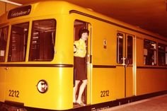 BERLIN 1974, der U-Bahn-Wagen der Baureihe D, die erste Neuentwicklung der Nachkriegszeit Electric Locomotive, Steam Locomotive, Magnetic Levitation, S Bahn, Berlin Germany, Public Transport, Yellow, Travel, Post War Era