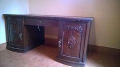1 100 zł: Witam. Mam do sprzedania piękne podwójne biurko z XIX w. z drewna dębowego. Stan biurka oceniam na bardzo dobry, brak nieprzyjemnych zapachów, drewno w bardzo dobrym stanie. Posiada trzy mosiężne zamk...