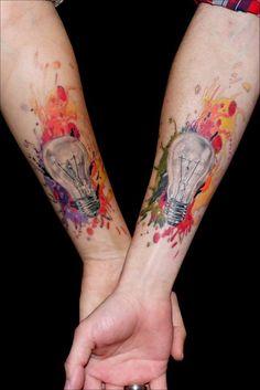 tatuaje pareja bombilla realista acuarela color www.13depicas.com