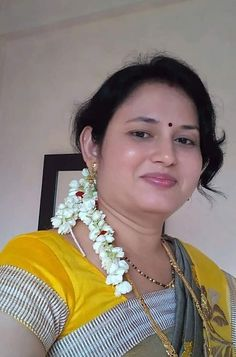 Beautiful Women Over 40, Beautiful Girl Indian, Most Beautiful Indian Actress, Beauty Full Girl, Beauty Women, Beautiful Housewife, Saree Poses, Beautiful Bollywood Actress, India Beauty