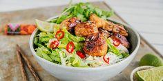 Vitenamesisk grillribbe Bun cha på nudler. Bun Cha, Hanoi, Street Food, Ethnic Recipes, Crickets