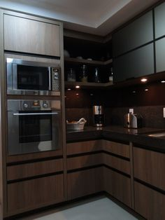 Brown Kitchen: 60 Amazing Designs and Photos to Inspire - Home Fashion Trend Kitchen Room Design, Kitchen Interior, Kitchen Decor, Florence Knoll, Brown Kitchens, Modern Kitchen Cabinets, Apartment Kitchen, Inspired Homes, Kitchen Remodel