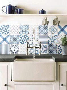 Azulejos blanco y azul