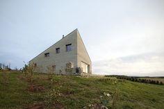 34.25° House  / Bartek Arendt + Kasia Bedra