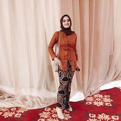 Model Kebaya Modern Kebaya Kutu Baru Hijab, Kebaya Kutu Baru Modern, Model Kebaya Brokat Modern, Kebaya Muslim, Kutubaru Hijab, Kebaya Lace, Batik Kebaya, Kebaya Dress, Kebaya Bali Modern