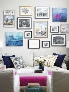Как сочетать яркие фото, постеры и картины: 5 советов, 25 примеров