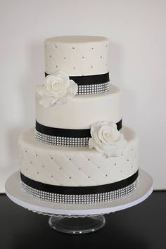 Featured Cake: The Couture Cakery; Wedding Cakes Almost Too Pretty to Eat. To see more: http://www.modwedding.com/2014/03/03/wedding-cakes-almost-too-pretty-to-eat/ #wedding #weddings #cake Featured Cake: The Couture Cakery