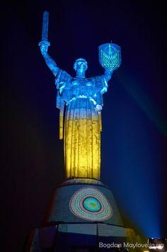 В музее ВВВ на день Конституции Украины родину мать превратили в символ Украины