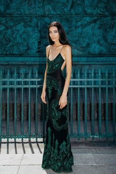 Tips for Women to Choose the Right Party Dress – Lady Dress Designs Couture Fashion, Runway Fashion, High Fashion, Fashion Outfits, Fashion Hacks, Woman Fashion, Fashion Fashion, Ball Dresses, Ball Gowns