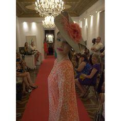 #Look #estilismo #Princesa #Coral #Tocado de @logamtocados