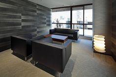 ツインバード工業株式会社様の納入事例/【VIP応接室】和の雰囲気を創り出す、イサムノグチのスタンド照明や和紙の壁紙、竹のすだれなど。