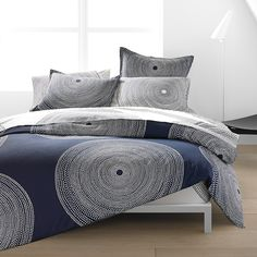 Marimekko Fokus Bedding The Marimekko Fokus Bedding will be the focus of your bedroom with its eye-catching, large-scale design by Anna Danielsson. Tiny white dots form concentric circles atop a navy blue background for a sim. King Duvet Set, Queen Comforter Sets, Queen Duvet, Duvet Sets, Marimekko Bedding, Navy Bedding, Master Bedroom Makeover, Modern Bedroom, Modern Bedding