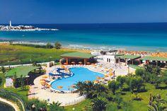ll GranSerena Hotel è un Hotel Villaggio 4 stelle, direttamente sulla spiaggia, che sorge nel cuore della Puglia, tra Bari e Brindisi, nell'aera di maggiore interesse ambientale e storico - culturale della regione. È a due passi dalla Valle d'Itria, da Alberobello e da Ostuni, a 50 km dall'aeroporto di Brindisi. Accessibili direttamente dall'hotel, le Terme di Torre Canne, fra le più belle direttamente sul mare, convenzionate con il Sistema Sanitario Nazionale.