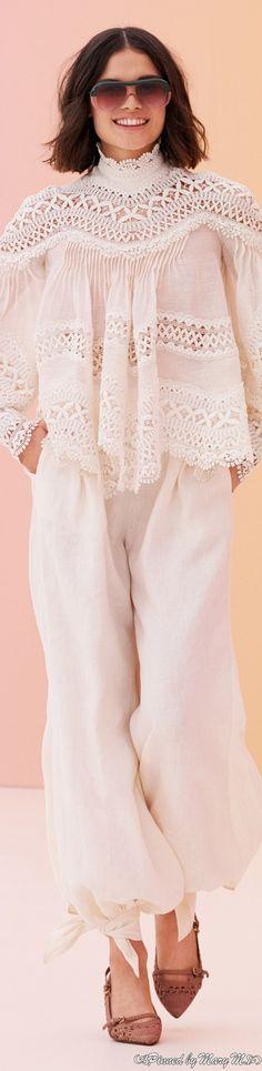 White Fashion, Spring Fashion, Fashion Show, Women's Fashion, Pretty Dresses, Beautiful Dresses, Lace Dresses, Shades Of Beige, Lace Knitting