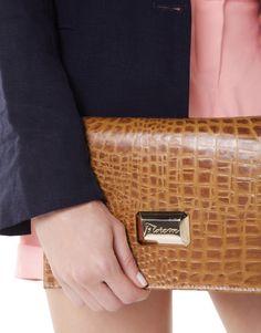 Detalhes da carteira de uma de nossas bolsas. #florem #feitonobrasil