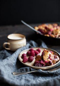 Voici quelques faits sur les fraises et les framboises qui risquent de vous inciter à cuisiner cette recette (comme si je ne vous avais pas déjà eus à « casserole de pain doré »).