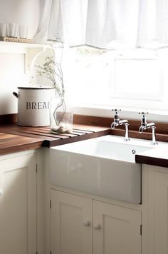 Country Style Kitchens From The U K Town Country Living Devol Kitchens Kitchen Plans Kitchen Models