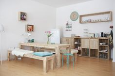 beautiful kitchen! love the bright but solid wooden furniture and the turquoise pops of colour | www.odernichtoderdoch.de