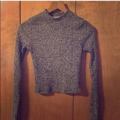 Express gray crop long sleeve top xs In great condition gray express long sleeve crop top size extra small no damages just tight on me that's why I'm selling it. Comes from smoke and pet free home. Pls check out my closet I'm moving soon so I'm trying to downsize my collection. Thanks Express Tops Crop Tops