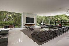 El arquitecto Steve Hermann es el diseñador de esta vivienda de diseño moderno y paredes de cristal. Un hogar abierto al exterior y decorad...