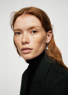 Pendientes metálicos Pearl Earrings, Hoop Earrings, Beauty Photography, Beautiful People, Mango, Vintage Outfits, Stylish, Model, Editorial
