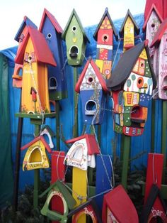 These would be fun to paint. I'd love a little bird house village in a corner...and a fence backdrop is nice.