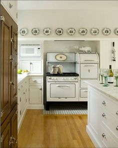Love the big Vintage Stove (looks like an Aristrocrat ot Wedgewood) and those plates!