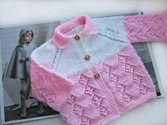 This Pin was discovered by Emi Baby Sweater Patterns, Knit Baby Sweaters, Baby Patterns, Baby Cardigan, Cardigan Bebe, Crochet Girls, Crochet For Kids, Knit Crochet, Beginner Knitting Patterns