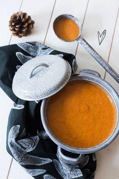 Soep kan altijd! Lekker bij de lunch, als voorgerecht of gewoon als avondeten. Zin in een nieuw soepje? Probeer deze geroosterde paprikasoep eens!
