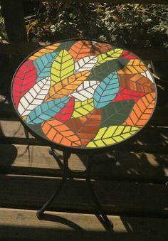Mesa Mosaic Tray, Mosaic Tile Art, Mosaic Glass, Tile Crafts, Mosaic Crafts, Mosaic Projects, Mosaic Designs, Mosaic Patterns, Vitromosaico Ideas