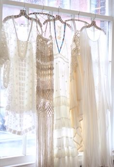 I've seen vintage dresses be used as decoration, so this would be pretty >>> Boho chic Hippie Style, Bohemian Style, Boho Chic, Shabby Chic, My Style, Bohemian Dresses, Bohemian Gypsy, Vintage Dresses, Vintage Outfits