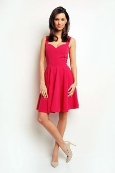 Różowa mini sukienka idealna na wesele