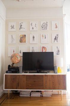 Эклектика в интерьере - оформление стены картинами