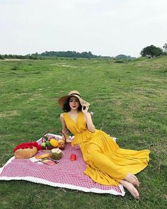 Picnic Photography, Girl Photography Poses, Pre Debut Photoshoot, Picnic Date Outfits, Picnic Photo Shoot, Picnic Pictures, Best Photo Poses, Picnic Dress, Zeina