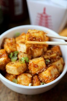 Honey Sriracha Tofu | This sweet and spicy meatless meal is a must-try. Serve over Minute white or brown rice.