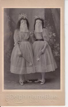 Weird photos and strange people from the past. Weird photos and strange people from the past. Bizarre Photos, Creepy Photos, Strange Photos, Weird Pictures, Vintage Bizarre, Creepy Vintage, Retro Halloween, Vintage Halloween Photos, Halloween Pictures
