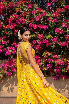 #indianwedding Mehndi Outfit, Best Bridal Makeup, Yellow Lehenga, Bridal Outfits, Bridal Lehenga, Outfit Posts, Indian Outfits, Bridal Style, Wedding Styles