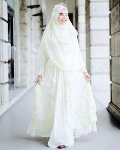 Wedding Gown Muslim Hijab Fashion Beautiful 52 Ideas For 2019 - Prom Dresses Design Muslim Wedding Gown, Kebaya Wedding, Muslimah Wedding Dress, Indian Wedding Gowns, Muslim Wedding Dresses, Hijab Bride, Muslim Brides, Wedding Hijab, Muslim Dress