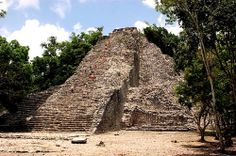 From the top of the Nohoch Muul pyramid (the tallest in the Mexican Mayan world), you will be able to admire the pristine beauty and immeasurable vastness of the surrounding sub-tropical rain forest.