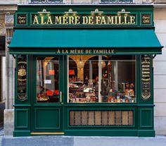 L'une des boutiques À la mère de famille, Paris...