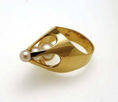 George Brooks: Ring with Three Cultured Pearls. 1975