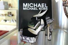 •SALDI• Chi resisterebbe ad un nuovo paio di scarpe? Difficile se si parla di Michael Kors 😊 Ti piace? 😍❤️  ➡️ www.RICCISHOP.it  #michaelkors #sandalo #mkshoes #scarpe #donna #adoro #giallo #estiva #comode #sandali #scarpedonna #mia #scarpenuove #primavera #outfit #estate #scarpa #taccoalto #tacco #moda #bella #moda #eleganti #comoda #belle #bellissima #colorata #amore #molise