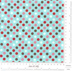¿A quien no le gustan los lunares? Esta tela de patchwork tiene un precioso fondo turquesa combinado con lunares multicolor.