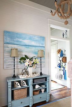 Spacious Beach House With Ocean Painting