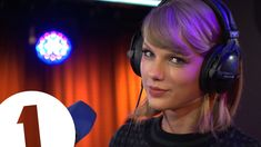 Taylor Swift performs Love Story for the Teen Awards