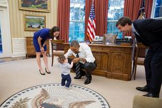 President Barack Obama visits with Natalie Quillian, Advisor to the Chief of Staff, and family in the Oval Office, Aug. 27, 2014. (Official White House Photo by Pete Souza)